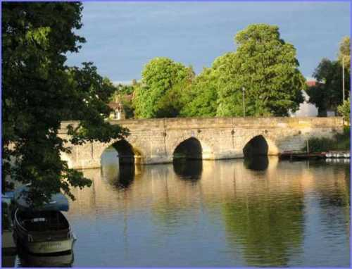 clopton-bridge-river-avon-stratford-upon-avon.jpg