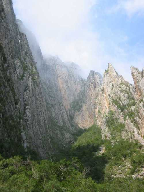 hidalgo-cliffs-and-climber.jpg