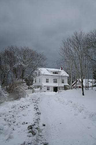 norway-wood-house-snow.jpg