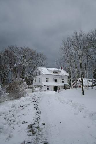 norway-wood-house-snow.jpg