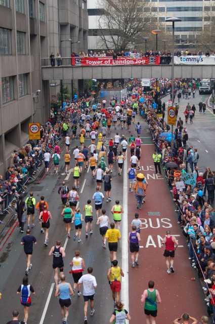 london-marathon-lower-thames-street-24-miles.jpg