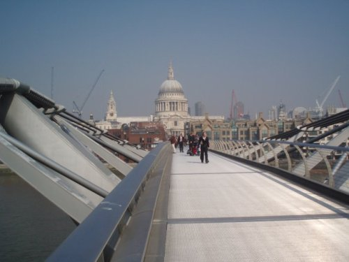 london-millennium-bridge-st-pauls-cathedral.jpg
