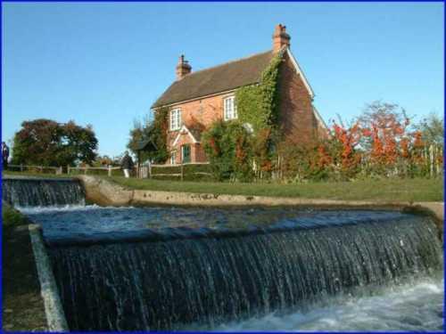 papercourt-lock-river-wey.jpg