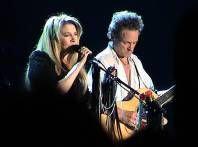 stevie nicks and lindsey buckingham by bumperke wikimedia commons